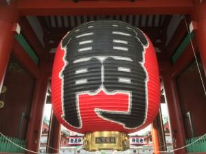 浅草寺雷門の大提灯にも因州和紙が使われています
